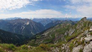 Aussicht vom Gipfel der Hochplatte auf andere Gipfel