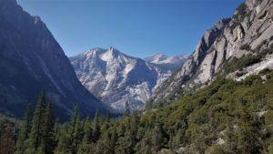 Aussicht auf Berge und Tal im Kings Canyon National Park