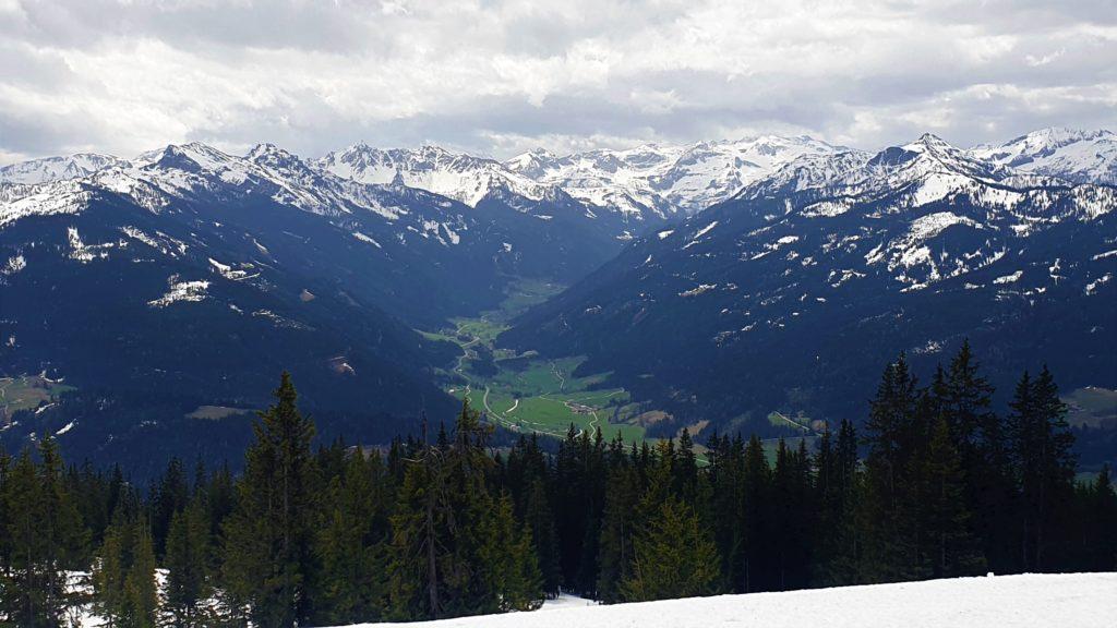 Ausblick vom Gipfel auf die Radstädter Tauern