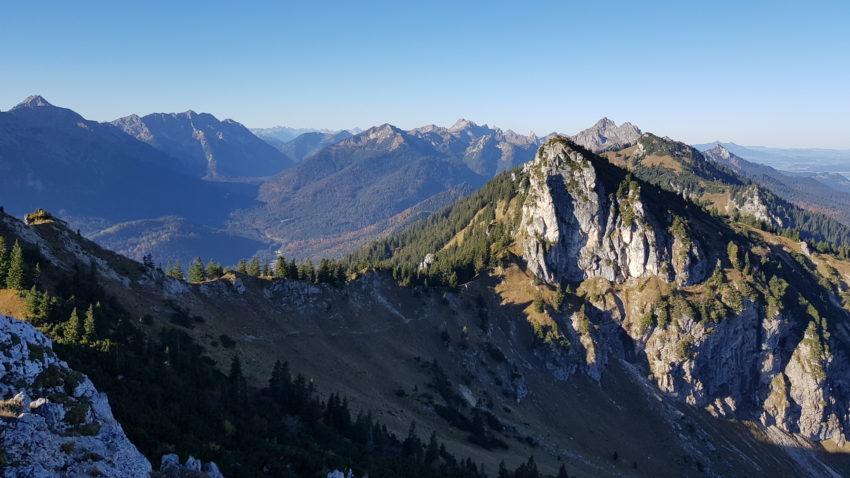 Bild mit Bergen aus den Ammergauer Alpen