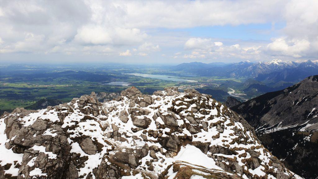 Blick vom Aggenstein auf Forggen- und Hopfensee