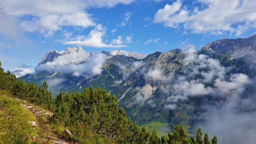 Blick auf das Wettersteinmassiv mit Zugspitze