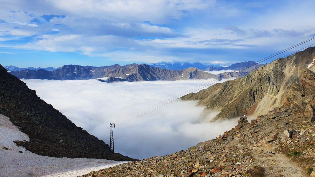 Blick ins Tals bzw. in die Wolkendecke