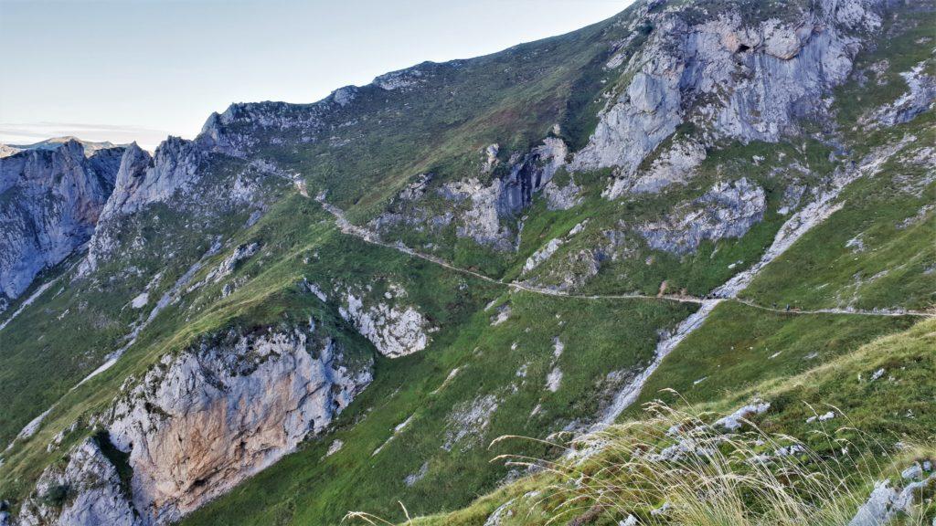 Wegverlauf vom Refugio de Uriellu zum Refugio de la Terenosa