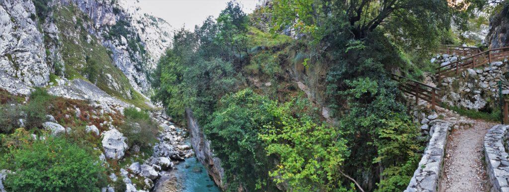 Brücke über den Cares-Fluss